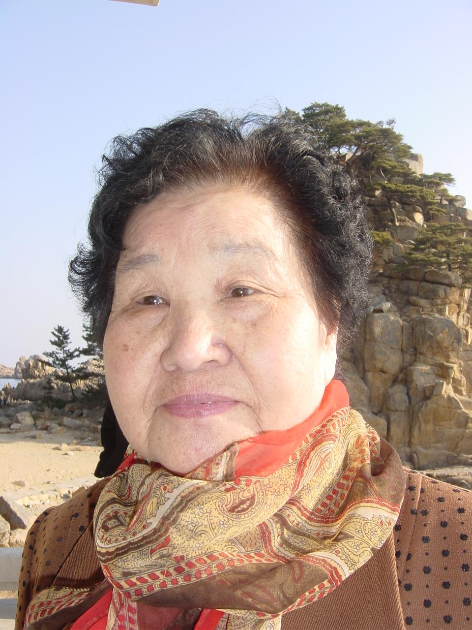 1526726743_0ac016ba_Trostfrau_Soo-San+Lee_Korea