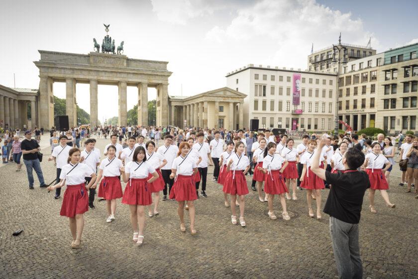 Vor dem Brandenburger Tor, Foto von Dong-Ha Choe