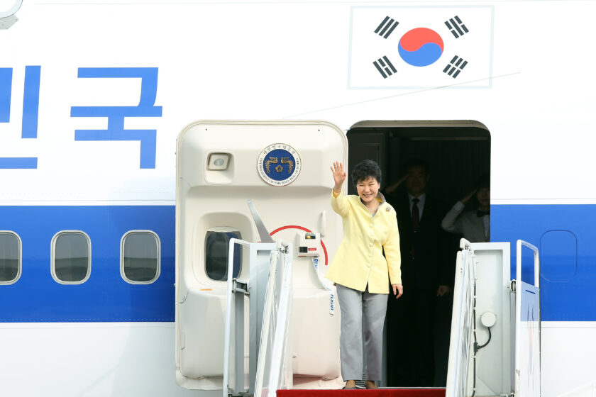 Abschied von der Macht: Südkoreas Präsidentin Park Geun-hye stolperte am Freitag endgültig über unsaubere Zahlungen des Samsung-Konzern.