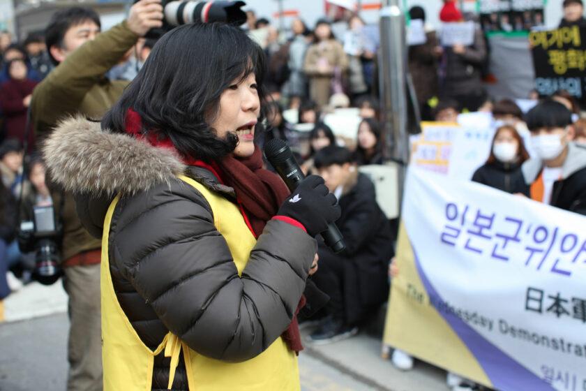 Yoon Mee-Hyang bei einer Mittwochsdemonstration in Seoul